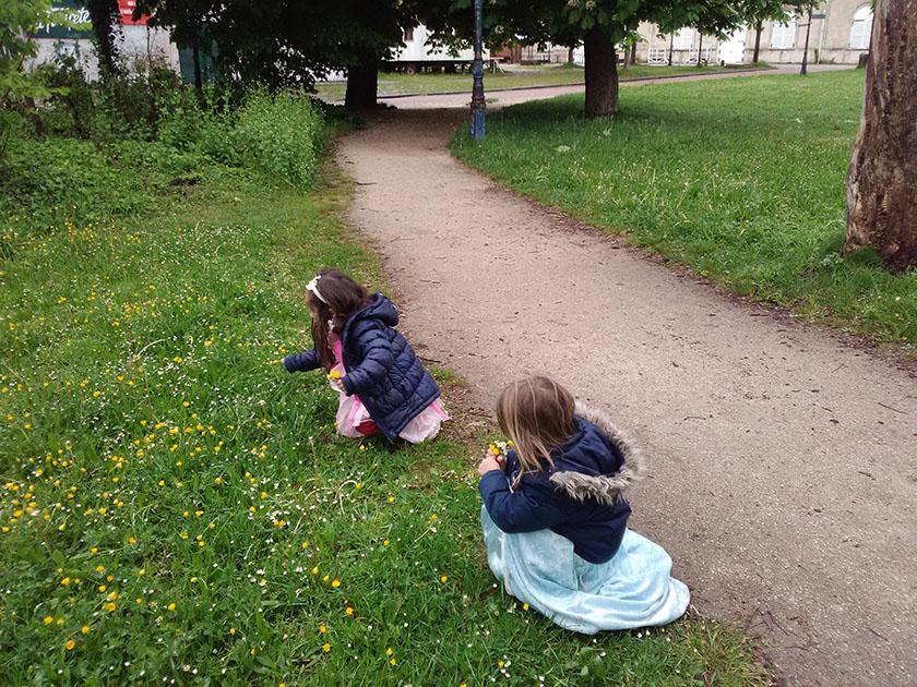 enfants jouent
